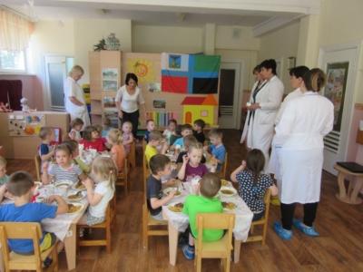 Как организовано питание в детском саду? Нормы, режим, стоимость и другие важные нюансы
