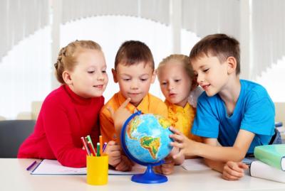 С какого возраста принимают в первый класс: во сколько лет лучше отдать ребенка в школу и не навредить ему?