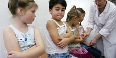 Когда не стоит водить больных детей в сад? Кто вправе отказать в посещении и как быть родителям здоровых малышей?
