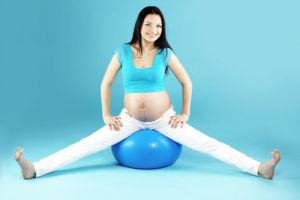 Упражнения с фитболом для беременных