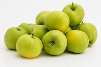 Как употреблять зеленые яблоки при грудном вскармливании? Могут ли навредить?