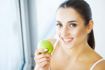 Основные причины и симптомы аллергии у грудничков на яблоки при ГВ. Какое лечение назначают врачи?