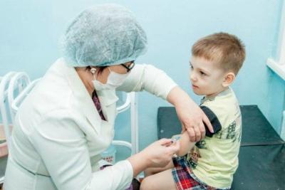 Обязательны ли в детском саду прививки и как написать отказ?