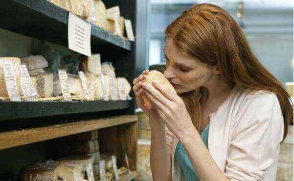 Как вылечить потерю обоняния и вкуса