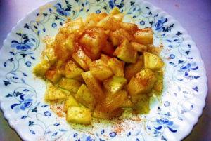 Салат из яблок с корицей