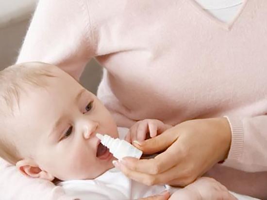 Как промывать нос ребенку физраствором