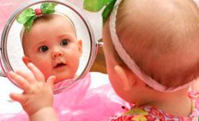 Можно ли маленьким детям смотреть в зеркало