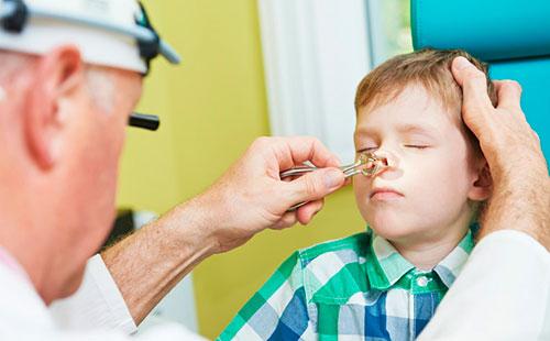 Как помочь ребенку, если забит нос