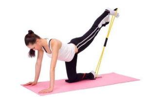 Упражнения для бедер с эластичной лентой