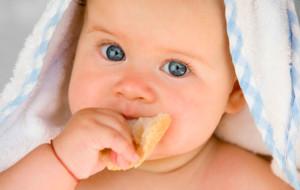 когда ребенку можно давать хлеб