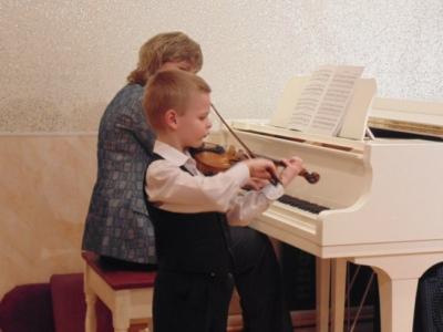 Как поступить и сколько лет дети учатся в музыкальной школе?