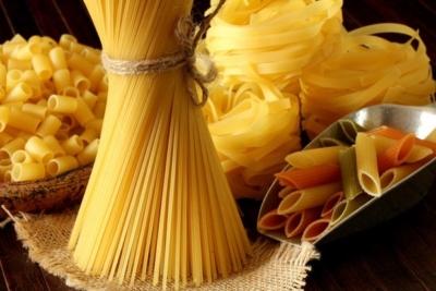 Стоит ли отказываться от макарон во время грудного вскармливания? Какие виды продукта можно есть маме?