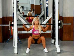 Упражнение в тренажере Смита