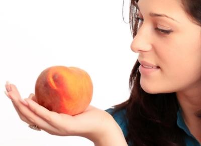 Душистые сочные персики – особенности употребления при грудном вскармливании