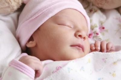 Почему новорожденный ребенок беспокойно спит — кряхтит, тужится, ерзает? Когда стоит волноваться?