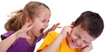 Вниманию родителей: что делать, если ребенок дерется в детском саду и дома?
