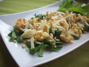 Салат из цветной капусты с сыром