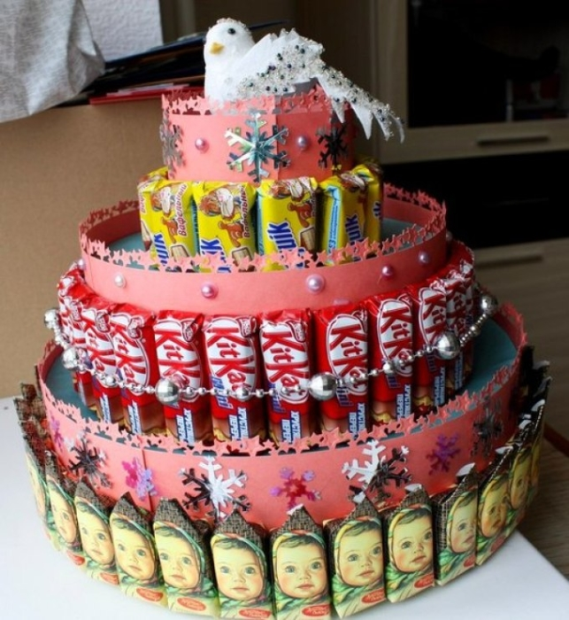 Как своими руками изготовить торт из сладостей в детский сад? Варианты оформления
